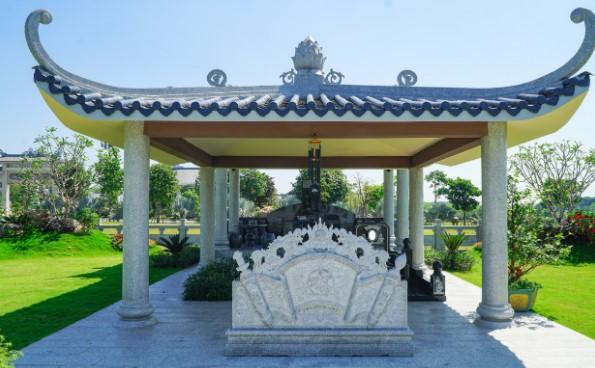 Bức bình phong trước lăng mộ tại Công Viên Vĩnh Hằng Long Thành