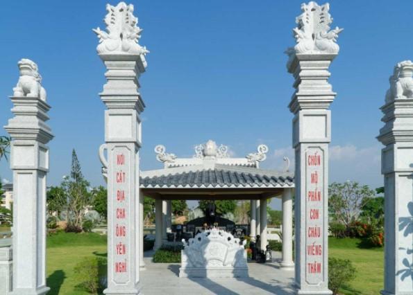 Bức bình phong trong khu mộ gia tộc tại Công Viên Vĩnh Hằng Long Thành