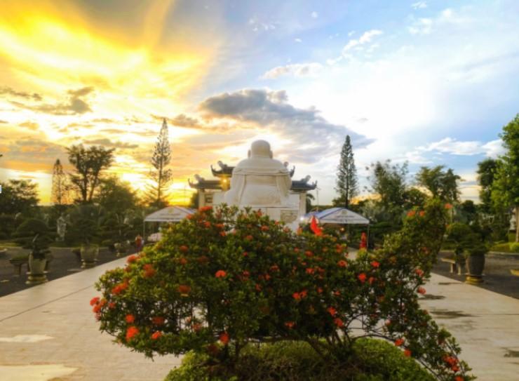Ánh hào quang tỏa sáng tại Thiền Viện Trúc Lâm Long Đức