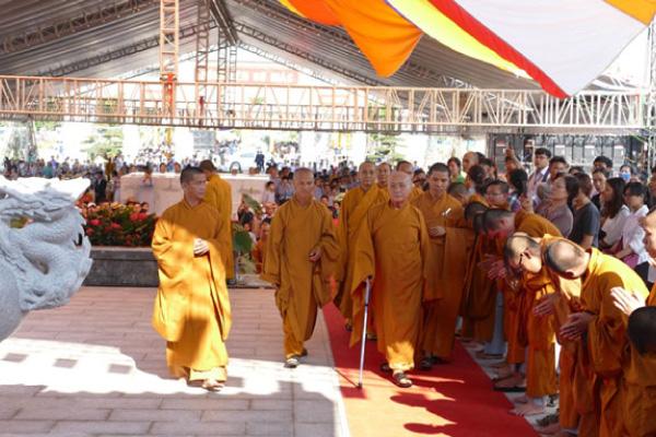 Hòa Thượng Thích Nhật Quang chủ trì khóa lễ tại Công viên Vĩnh Hằng