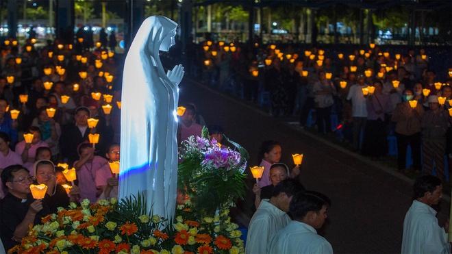 Tin cập nhật COVID-19: Phong tỏa tạm thời Trung tâm Thánh Mẫu Tà Pao
