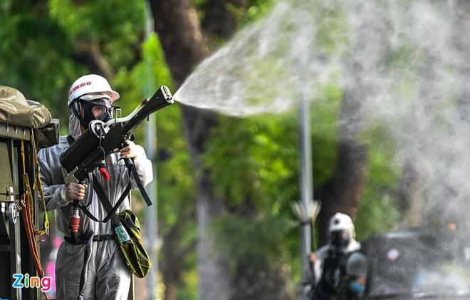 Bộ Y tế đề nghị không phun dung dịch khử khuẩn ngoài trời, lên người